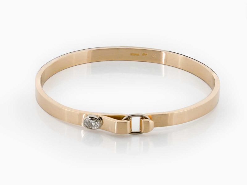 Bangle with simple clasp